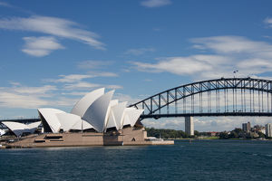Australia, NSW, Sydney. Landmark Sydney Opera House and Harbour Bridge